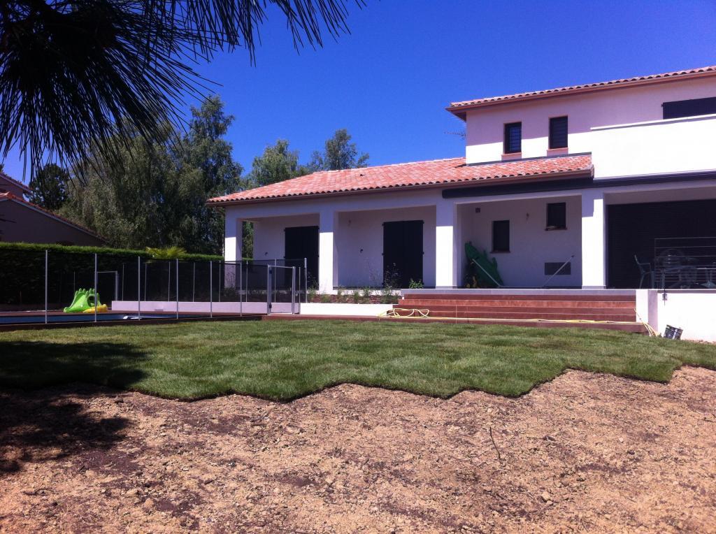 R alisation jardin toulouse terrassement arrosage int gr et automatique gazon plantations - Arrosage gazon apres semis ...